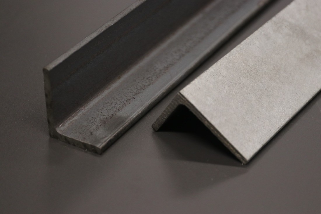 Stahl Winkel roh und verzinkt