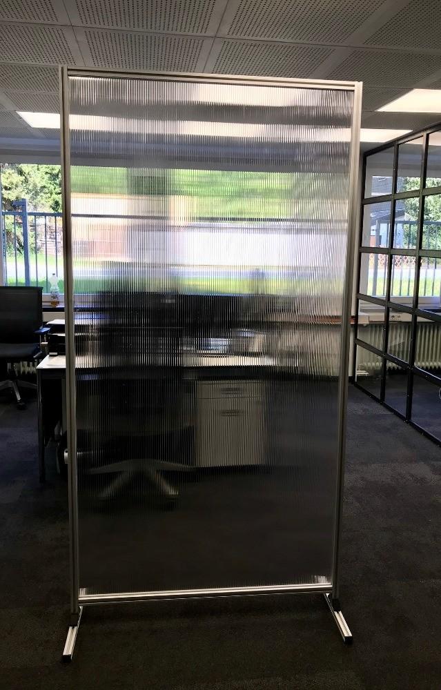 Schutzwand für Produktion, Büro und Gastronomie
